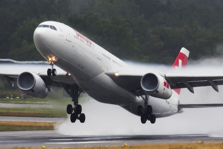IMAGE: http://www.michaelangstphotography.ch/wp-content/uploads/2013/08/A330vapor.jpg
