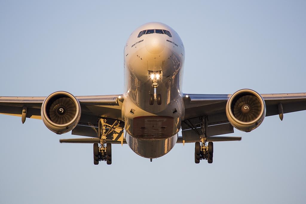 IMAGE: http://www.michaelangstphotography.ch/wp-content/uploads/2013/08/Emirates777.jpg
